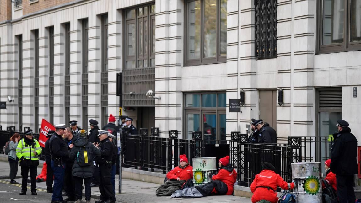 Greenpeace bloque le siège de BP pour l'arrivée de son nouveau patron