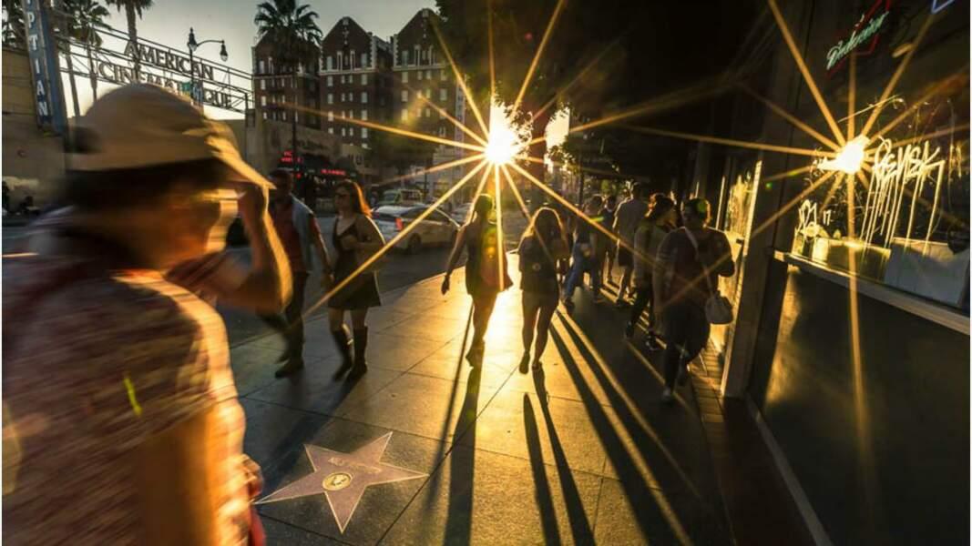 Hollywood avec son célèbre le Walk of Fame parsemé d'étoiles
