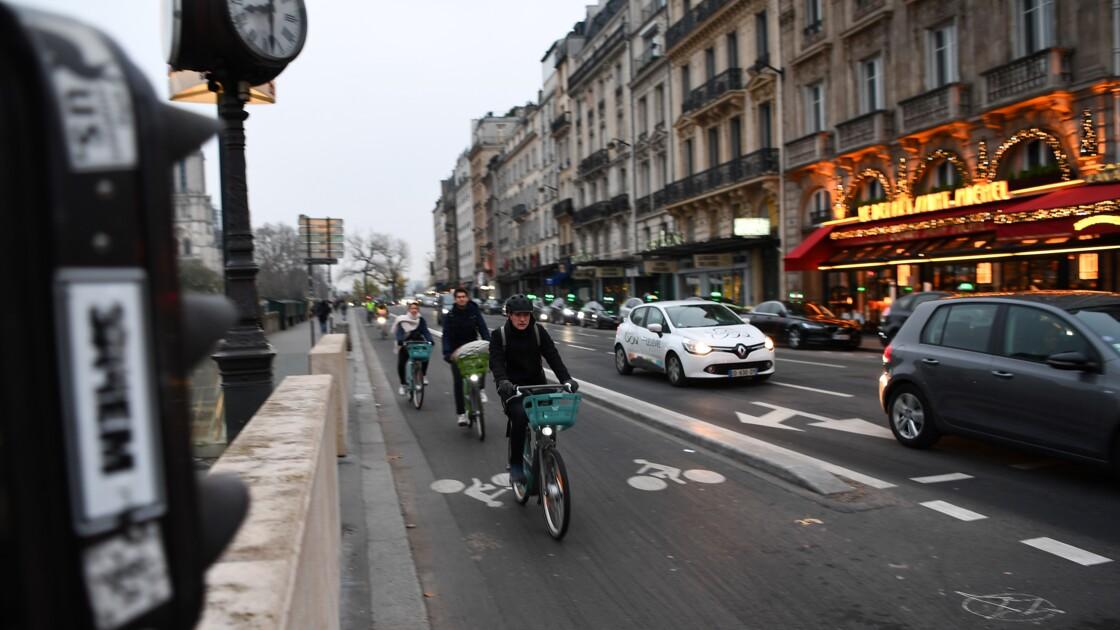 Pistes cyclables: des progrès dans de nombreuses villes, dont Paris