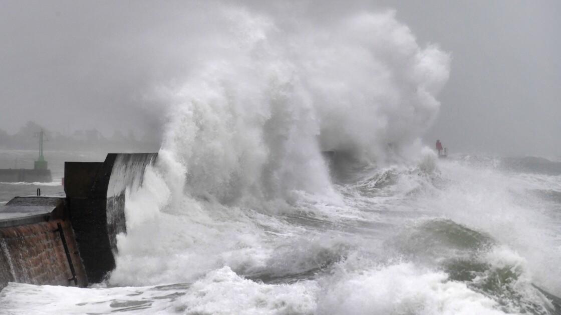 """Érosion côtière: 5.000 à 50.000 habitations à """"relocaliser"""", selon Borne"""