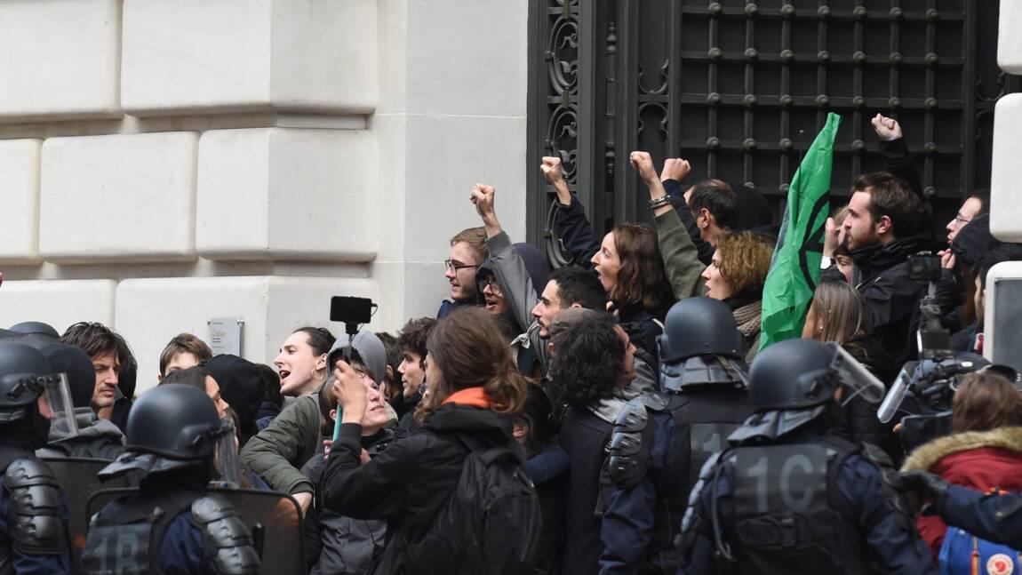 Dégradations au siège de Blackrock par des militants écologistes, 17 interpellations