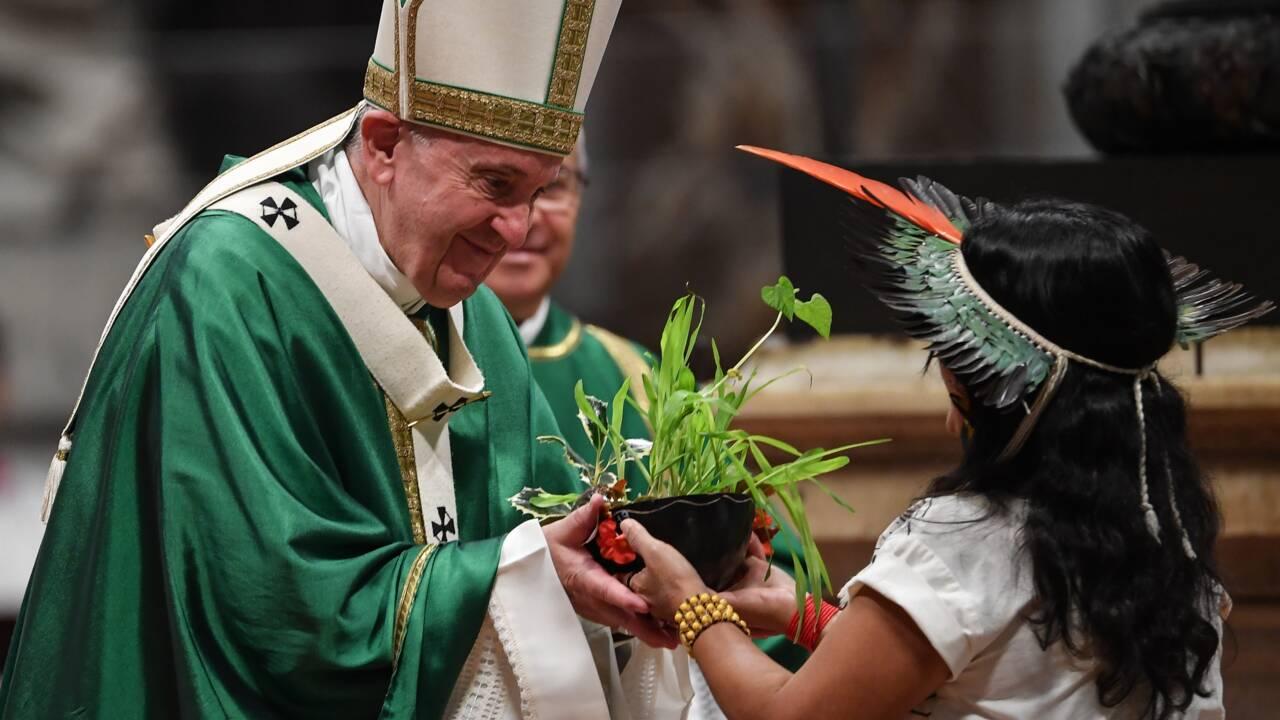 Le pape dénonce les crimes en Amazonie, sans retenir l'idée de prêtres mariés