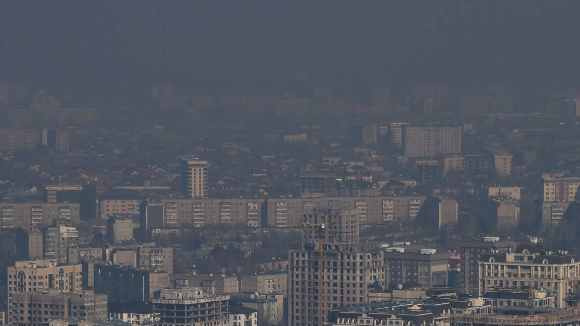 Au pied des sommets d'Asie centrale, les villes étouffent dans le smog