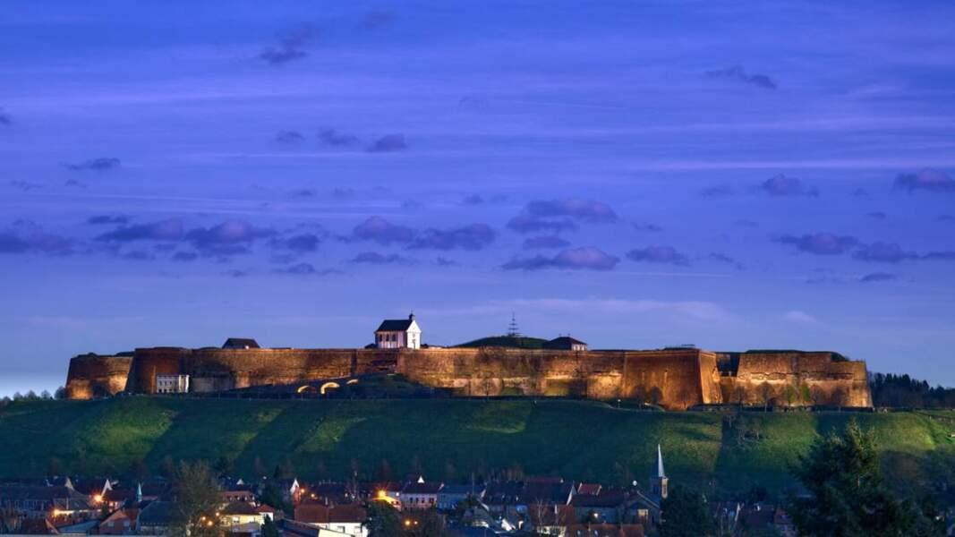 Crépuscule sur les remparts de la citadelle de Bitche, en Moselle