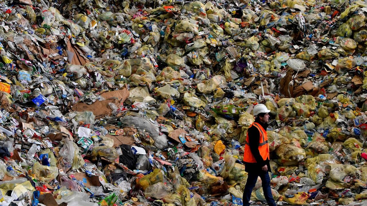 En Charente, un centre de tri des déchets déborde