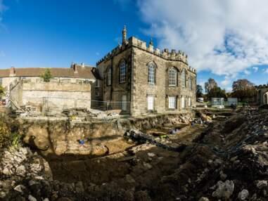 Une chapelle médiévale gigantesque découverte en Angleterre : immersion au cœur des fouilles archéologiques