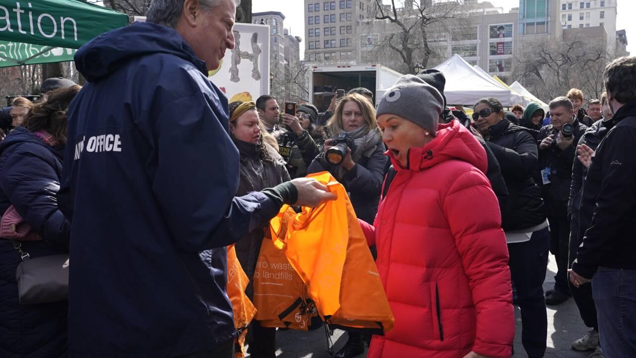 New York, temple du consumérisme, remballe ses sacs en plastique