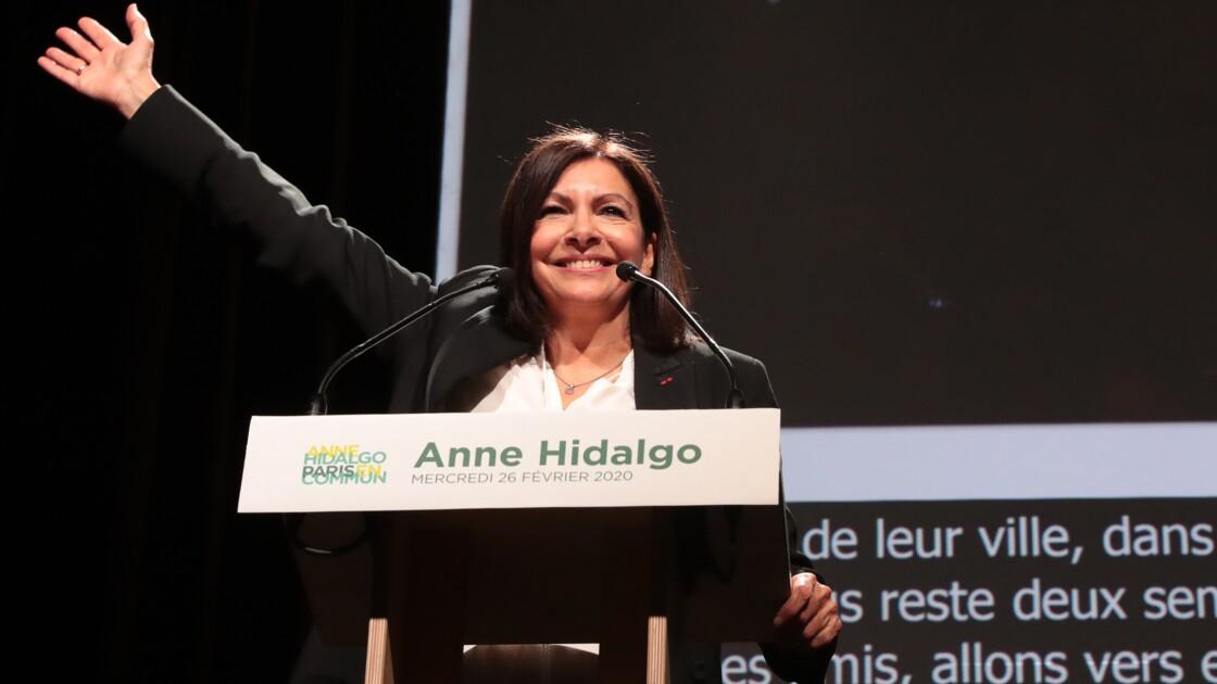 """Anne Hidalgo veut réserver des voies """"aux véhicules propres"""" dans Paris"""