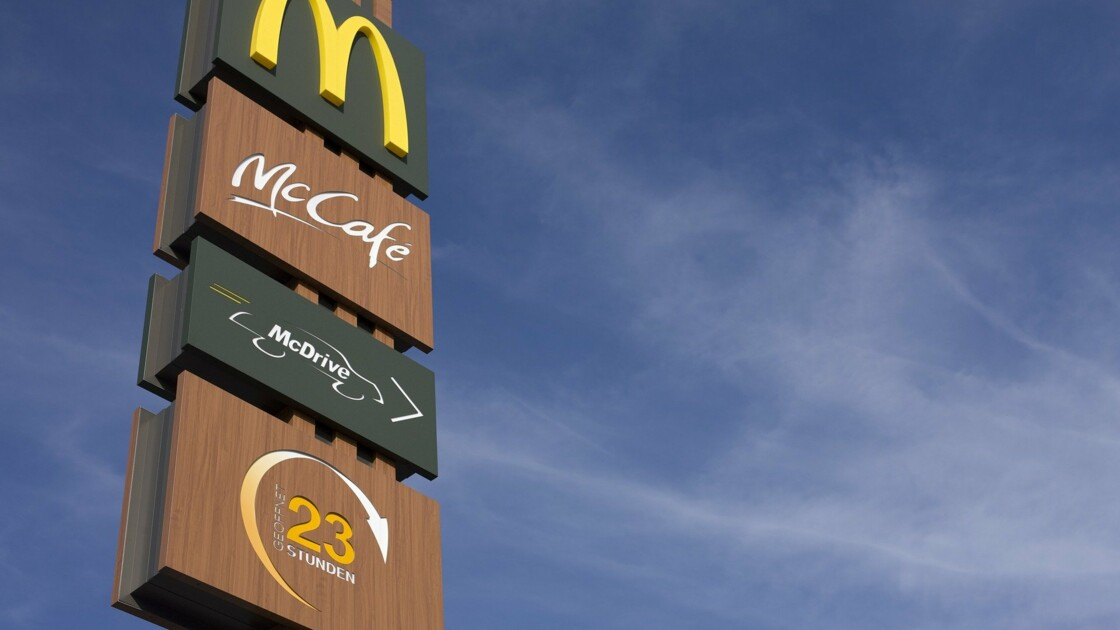 """McDonald's supprimera ses jouets en plastique des """"Happy Meals"""" au Royaume-Uni et en Irlande"""