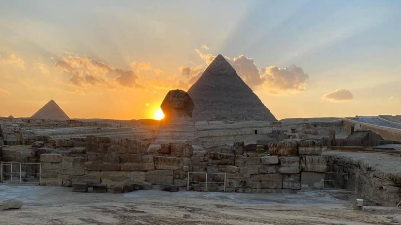 Pourquoi le soleil suggère que le sphinx de Gizeh n'a pas été construit là par hasard