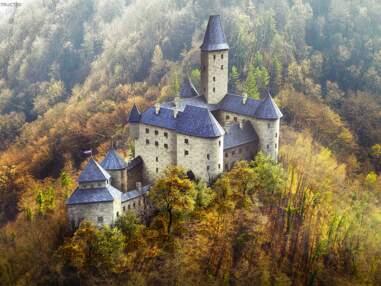 Sept châteaux médiévaux en ruines reconstruits virtuellement