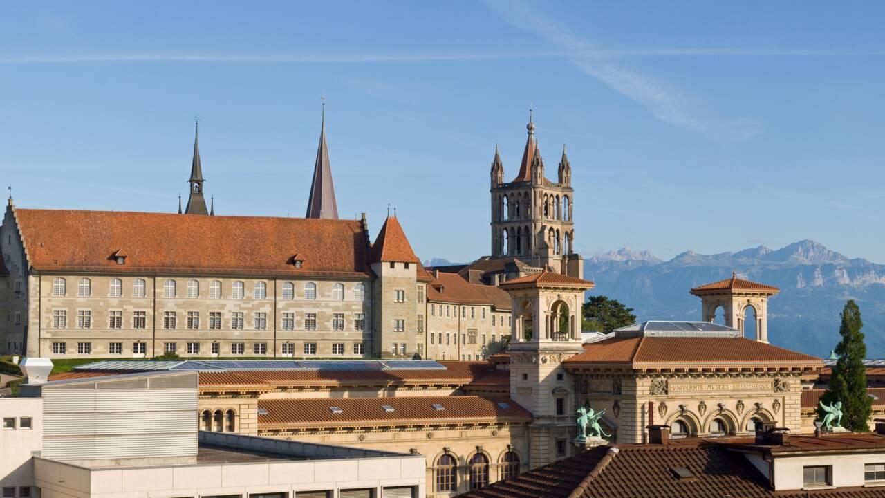 """Chaque soir à Lausanne, le guet de la cathédrale fait sonner """"la Clémence"""" contre la menace du coronavirus"""