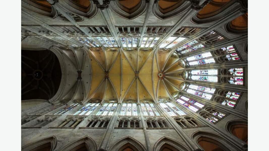 Chœur gothique de la Cathédrale Saint-Pierre de Beauvais, France