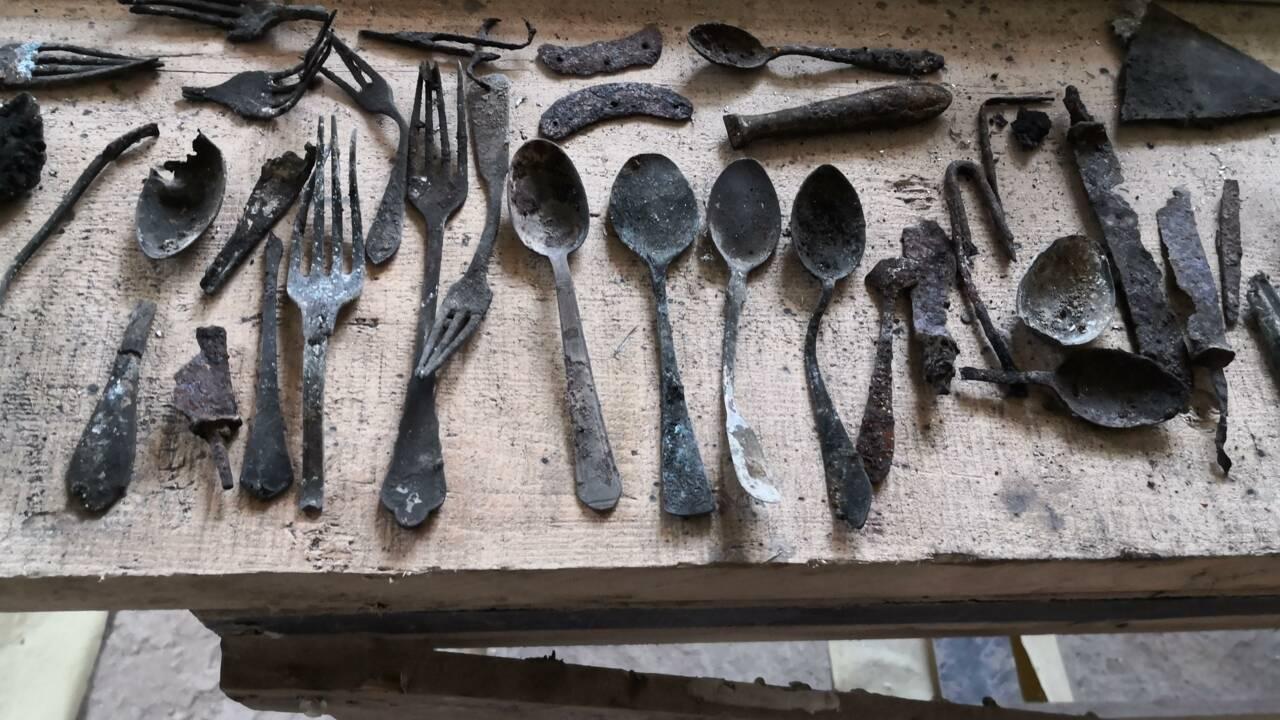 Des travaux exposent des objets cachés par des prisonniers à Auschwitz