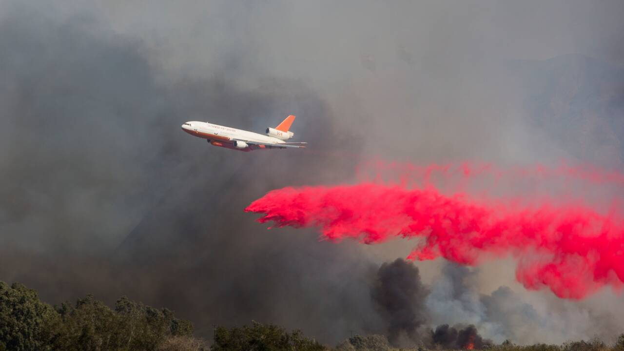 Entre coronavirus et feux de forêt, les pompiers de l'ouest américain pris en tenaille