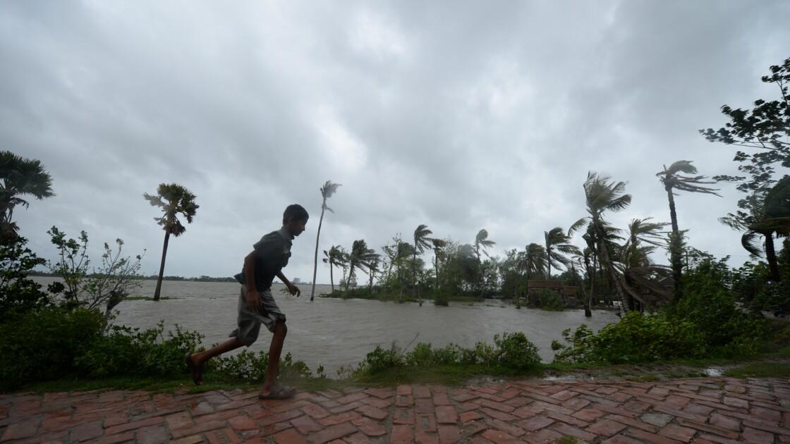 """""""Un bulldozer"""" : le cyclone Amphan déferle sur le nord-est de l'Inde et le Bangladesh"""
