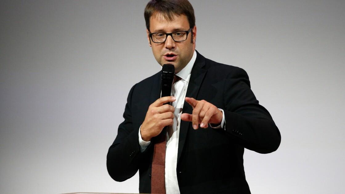 Bretagne: les élus régionaux interpellés par des journalistes sur l'agroalimentaire