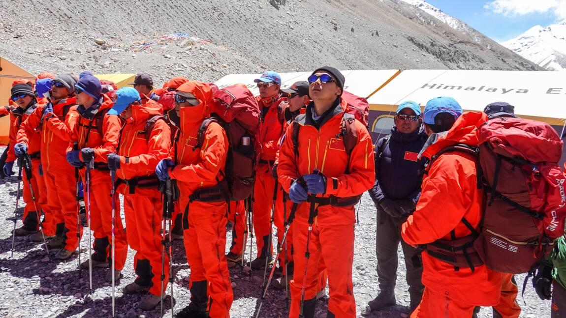 Des scientifiques chinois sur l'Everest pour le mesurer