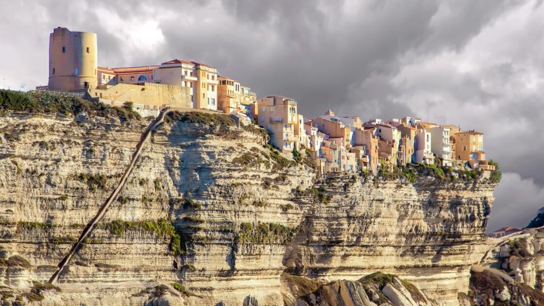 """La Corse de nouveau accessible par avion après une """"incohérence"""" dans les mesures de déconfinement"""