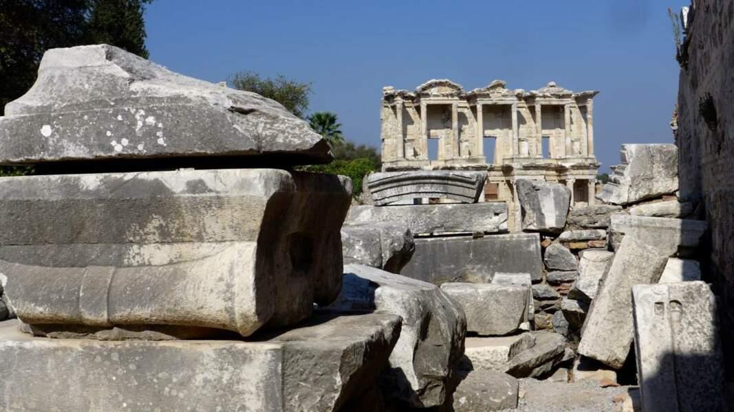 La grande bibliothèque sur le site antique d'Éphèse