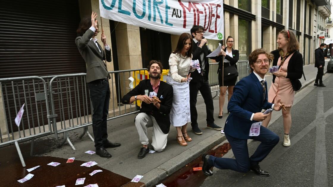 Action coup de poing de militants écologistes au Medef à Paris