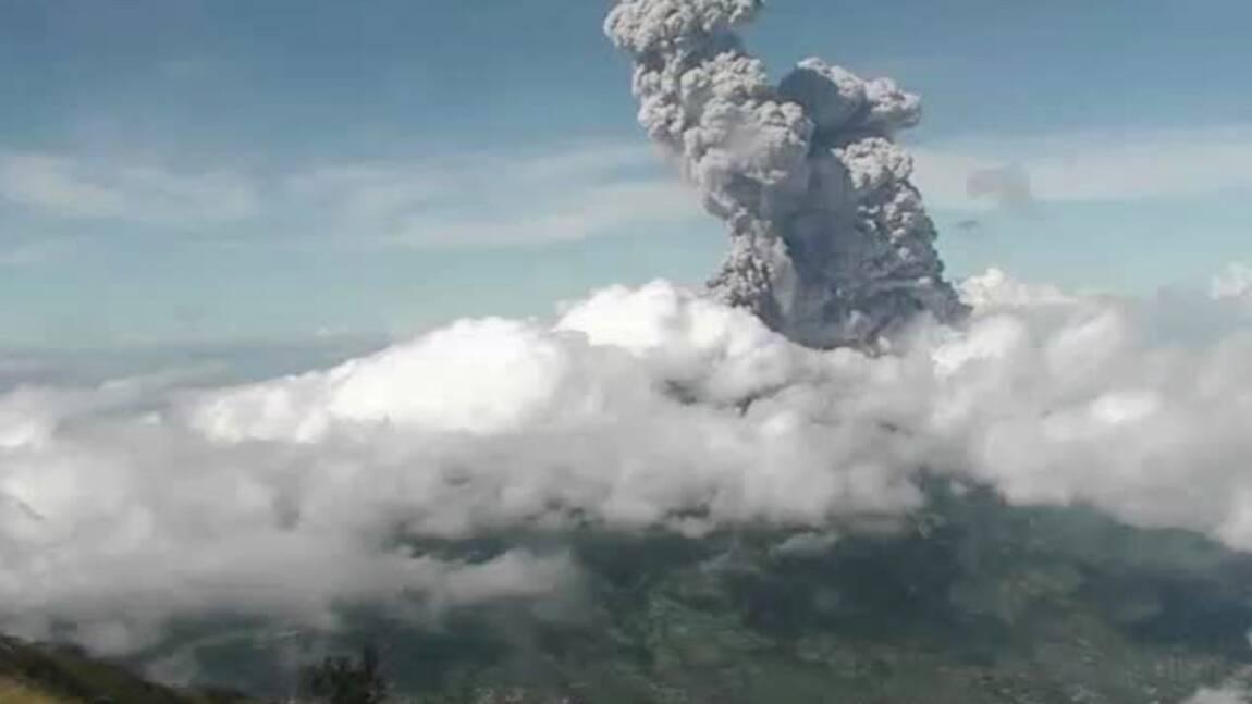 Indonésie : le volcan Merapi projette des cendres à 6.000 mètres d'altitude
