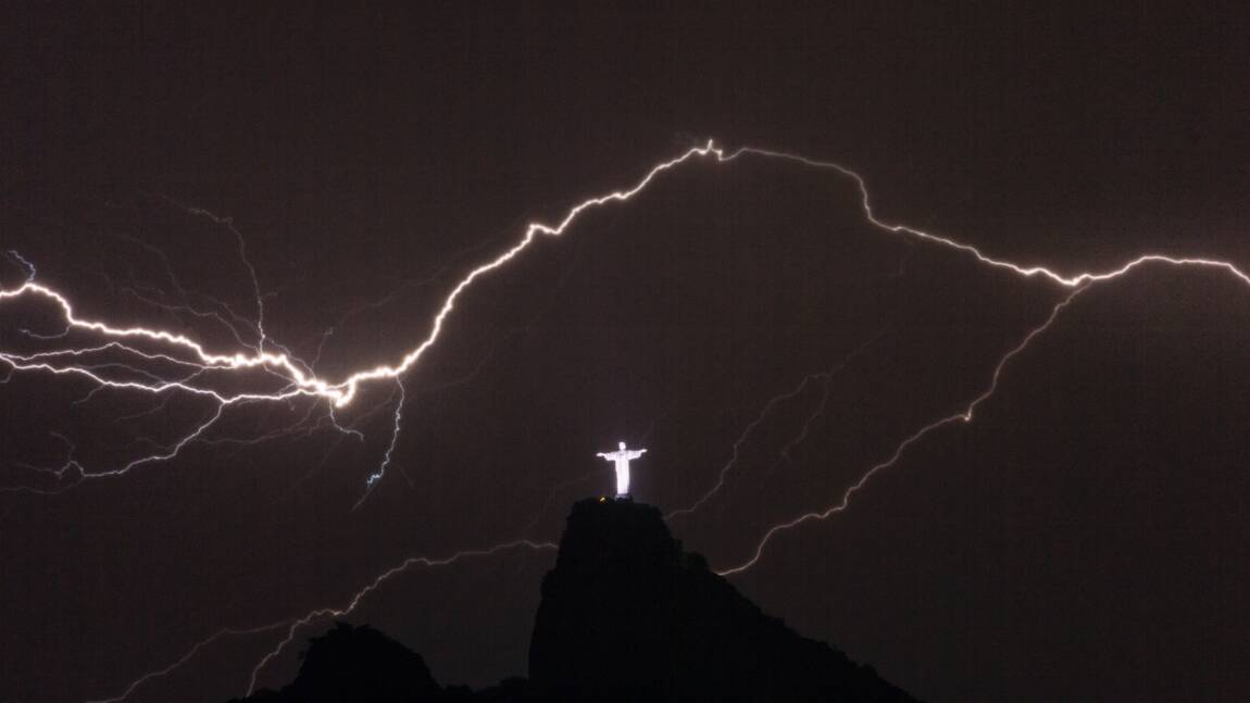 Un éclair de plus de 700 km au Brésil
