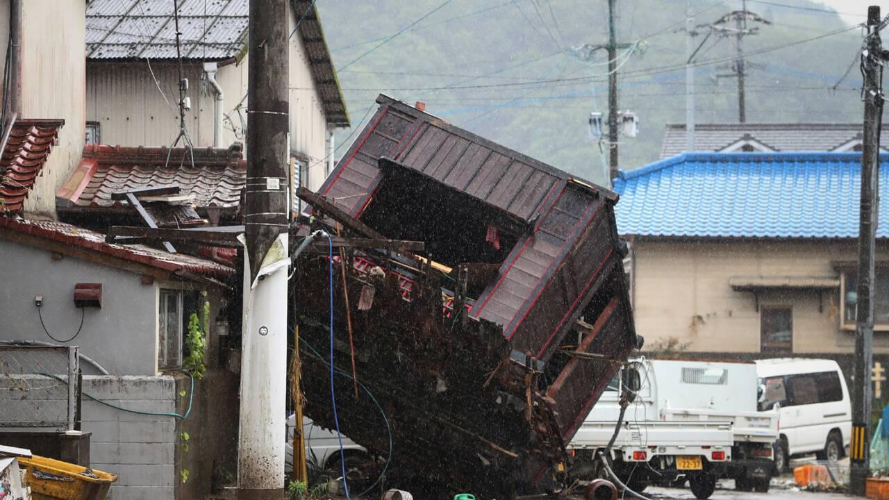 Japon: des dizaines de morts et disparus lors d'inondations et glissements de terrain