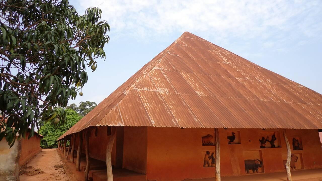La France acte la restitution d'objets d'art au Sénégal et au Bénin