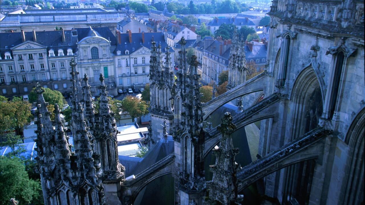 """Incendie dans la cathédrale de Nantes: l'édifice a été """"régulièrement entretenu"""", dit le préfet"""