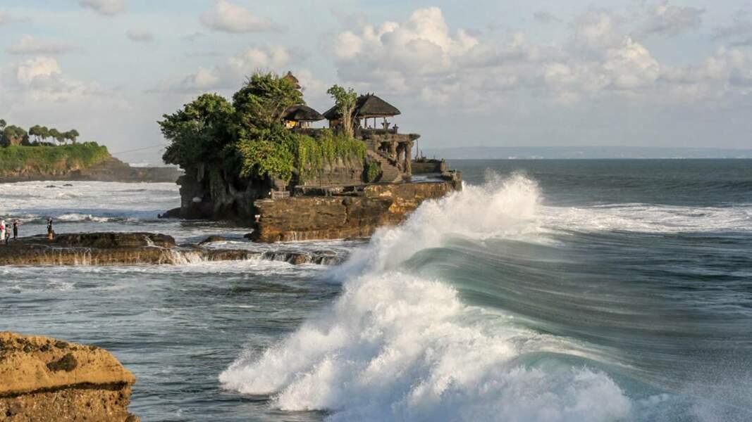 Le Tanah Lot, îlot situé près de l'île de Bali