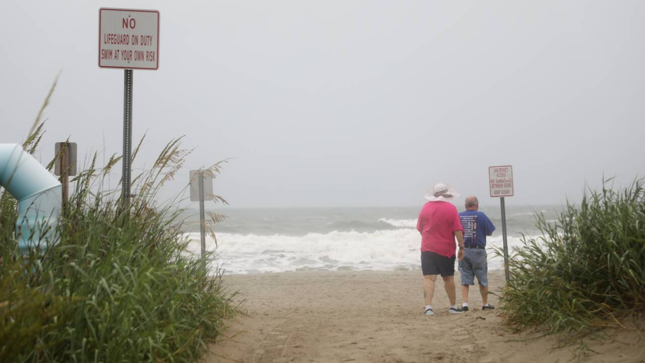 Isaias redevient un ouragan et se dirige vers la côte Est des Etats-Unis