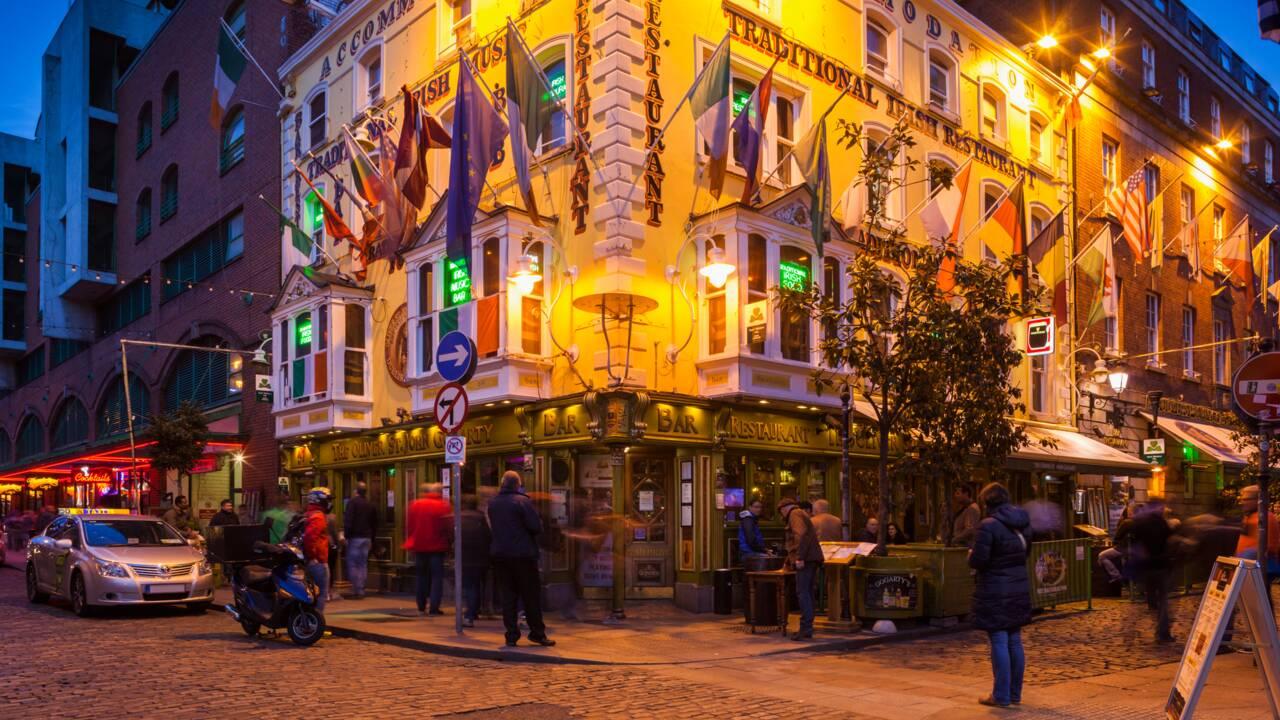 En Irlande, la réouverture des pubs est de nouveau repoussée
