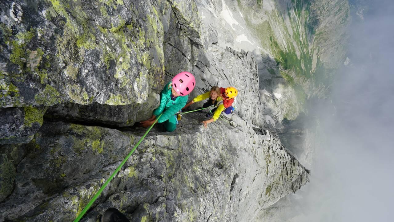 A seulement 3 ans, il devient la plus jeune personne à atteindre le sommet d'une montagne de 3.300 mètres