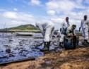 Maurice : course contre-la-montre pour pomper le carburant du bateau échoué