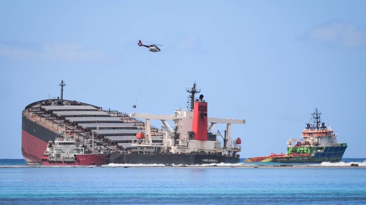 Les Mauriciens se battent pied à pied contre la marée noire