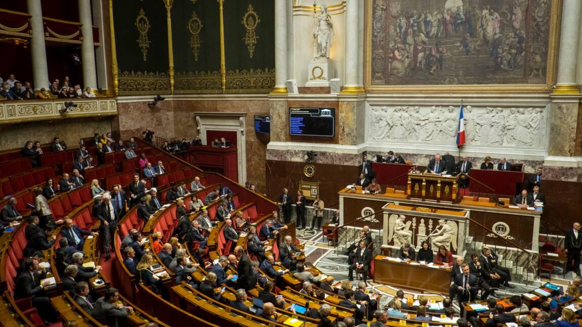 """Restaurée, la tapisserie """"l'Ecole d'Athènes"""" retrouve sa place à l'Assemblée nationale"""