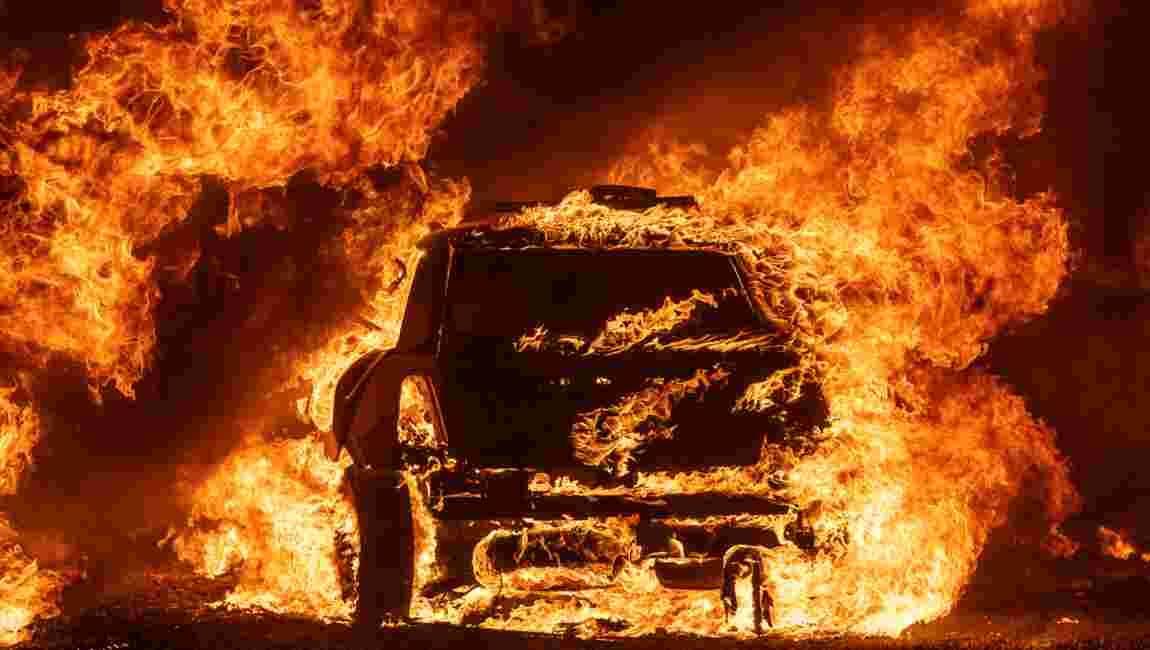 Des incendies ravagent la Californie, des milliers de personnes fuient