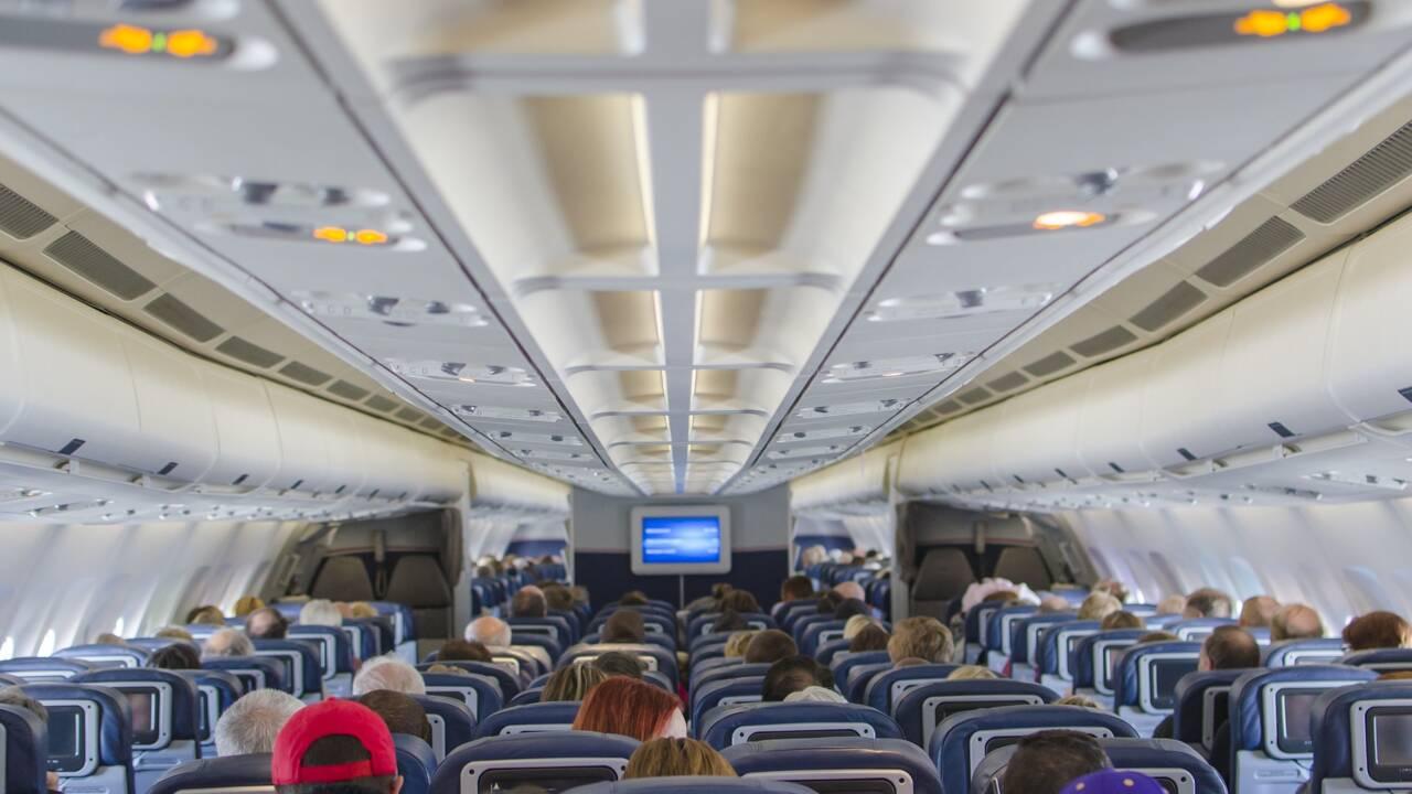 Quelle est la probabilité d'attraper le coronavirus dans un avion ? Un professeur du MIT répond