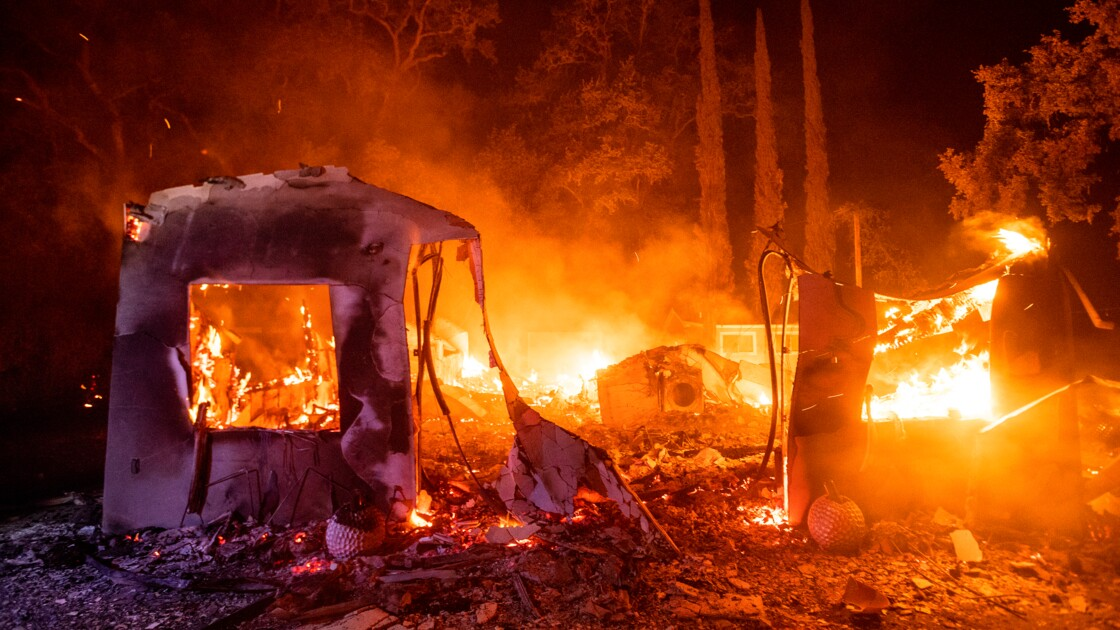 Multiples incendies en Californie, des milliers de personnes fuient