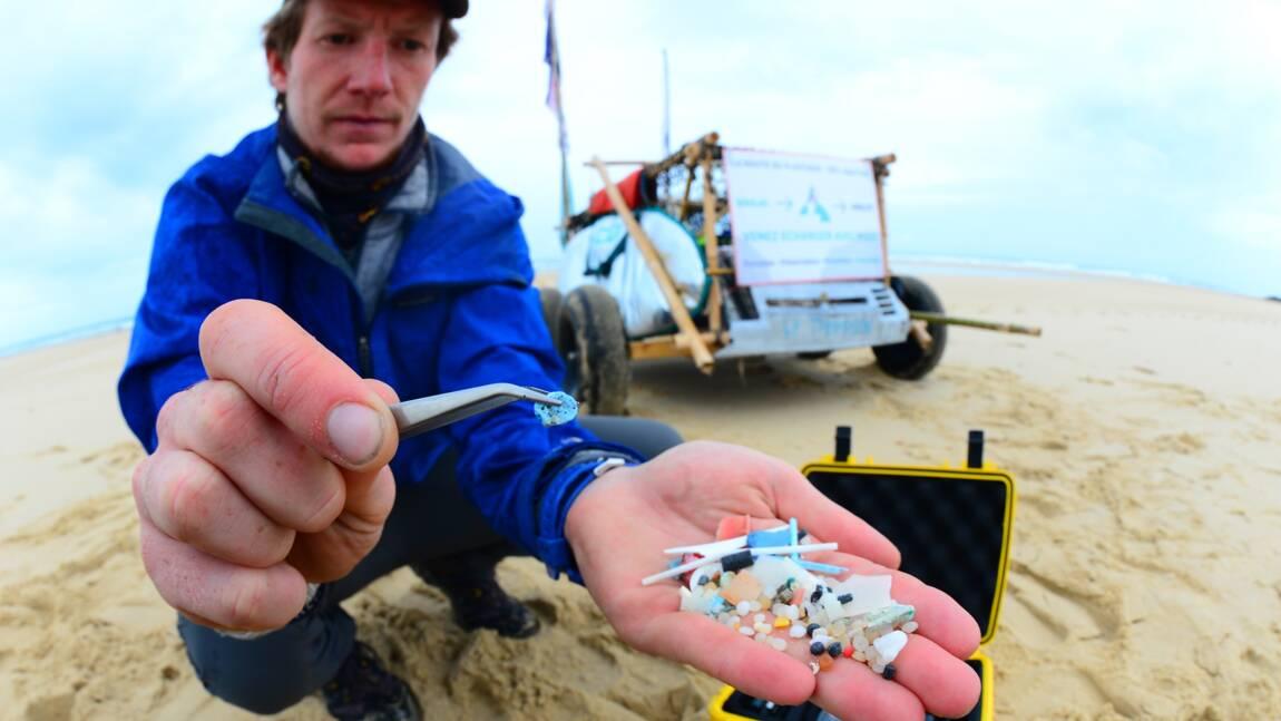 À la chasse aux microplastiques sur le littoral aquitain