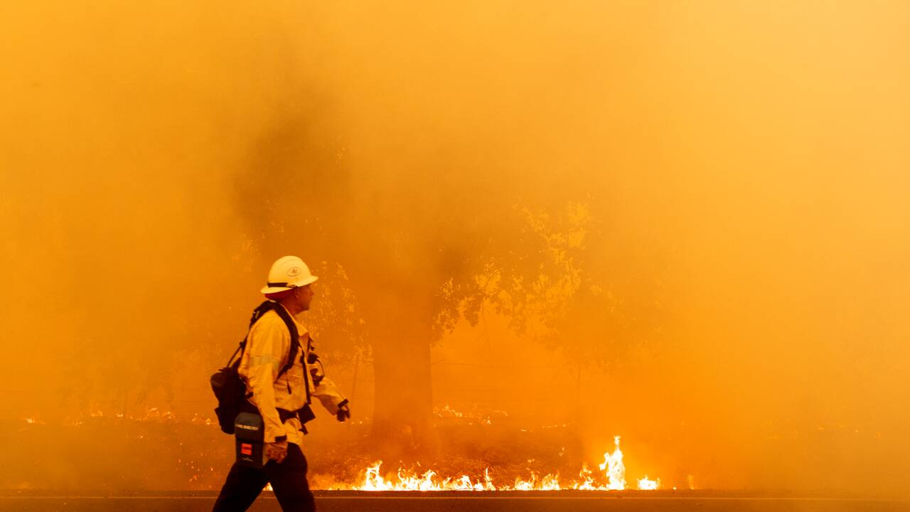 Nouveaux départs de feux à craindre en Californie, des dizaines de milliers de déplacés
