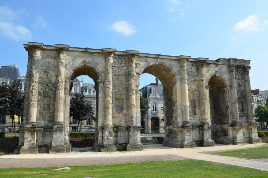 La porte de Mars (IIe- IIIe siècle) à Reims, un arc de triomphe pour célébrer l'alliance avec César