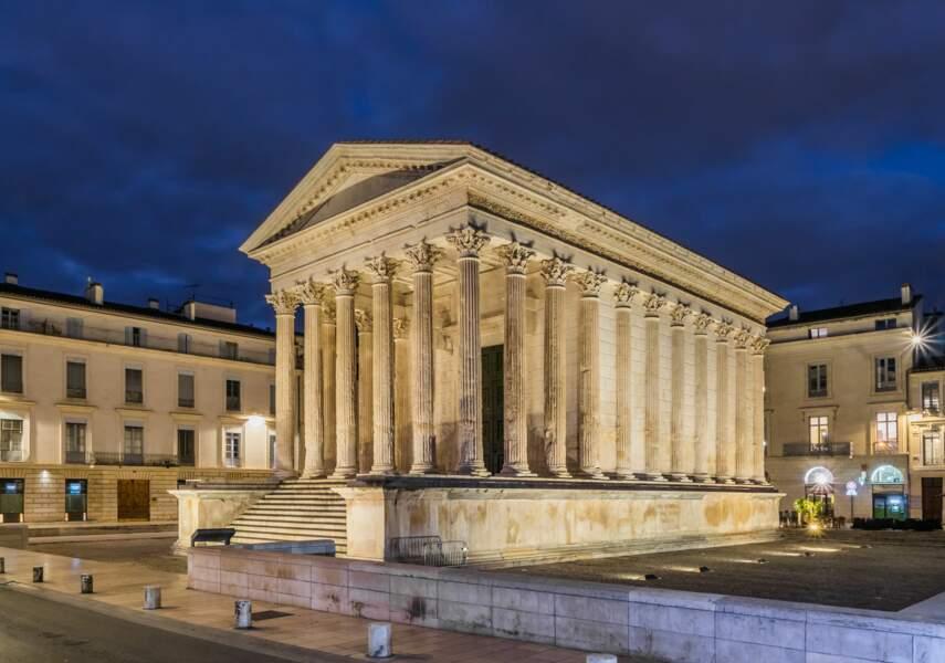Nîmes, la Maison carrée (entre l'an 3 et 5), un temple de marbre dédié aux petits-fils d'Auguste
