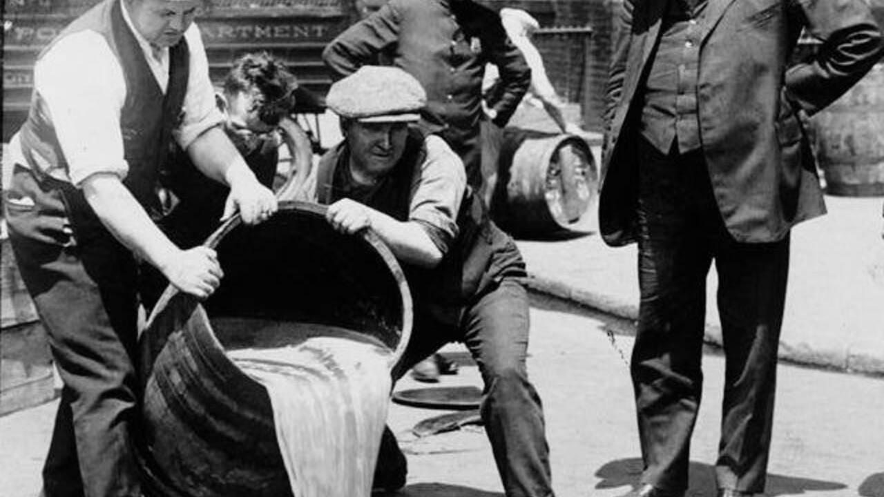 Prohibition : comment les Etats-Unis se sont-ils retrouvés au régime sec ?