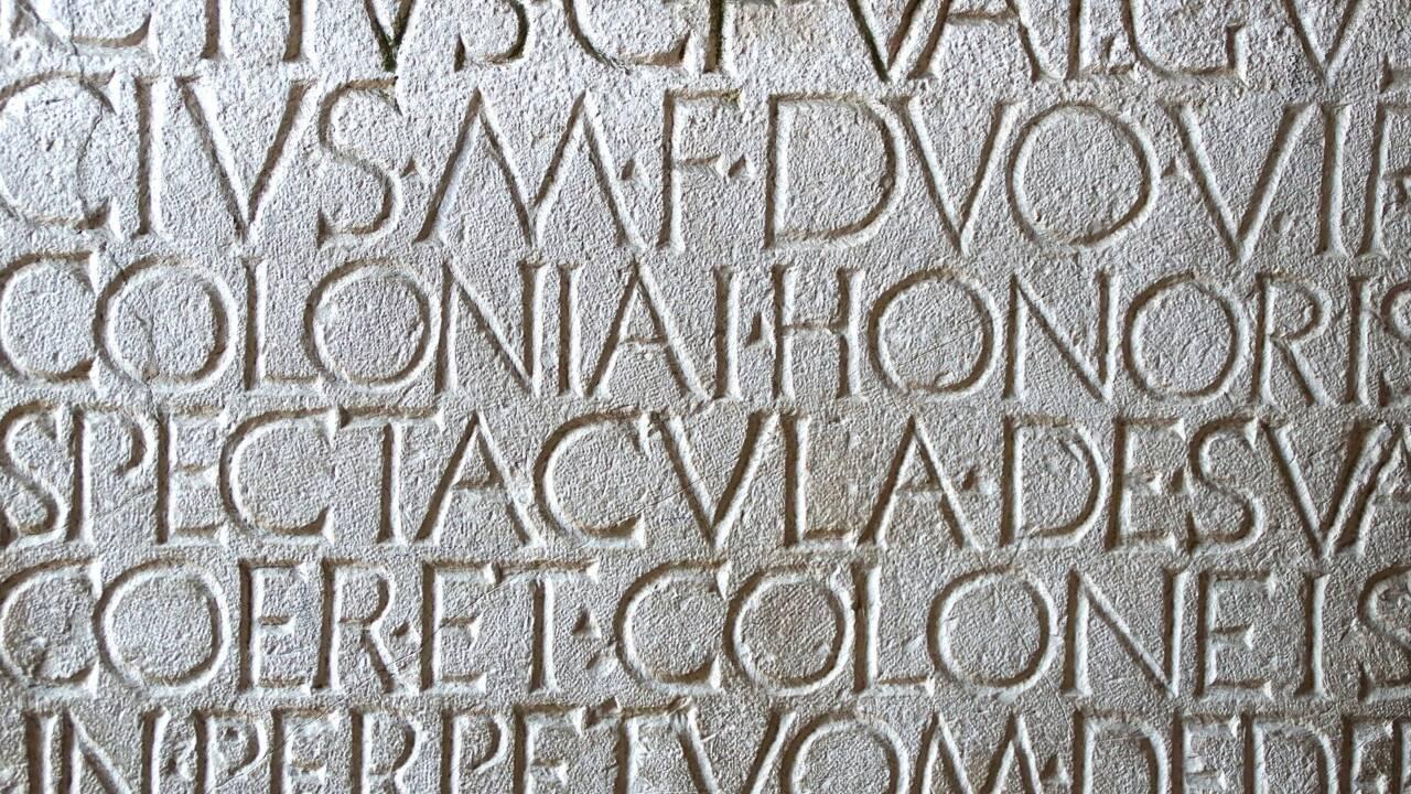 Virus, agenda, et caetera... Comment le latin a imprégné la langue française