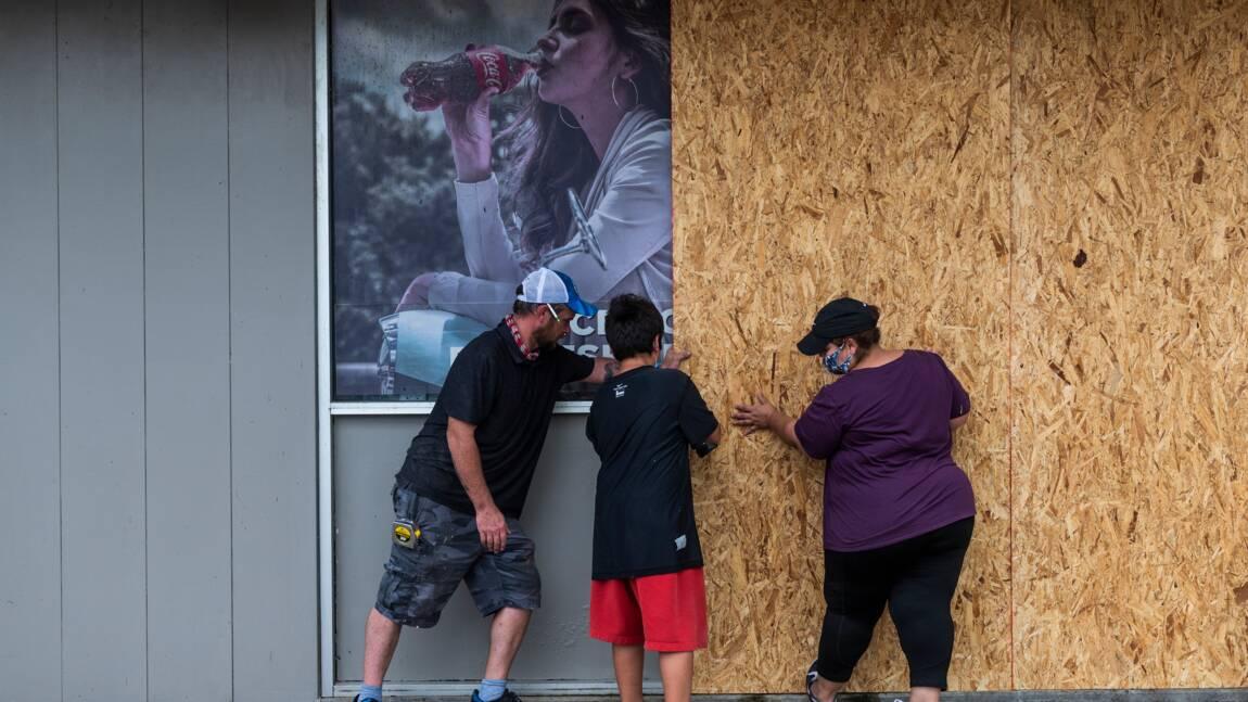 L'ouragan Laura a touché terre aux Etats-Unis, Louisiane et Texas en alerte maximale
