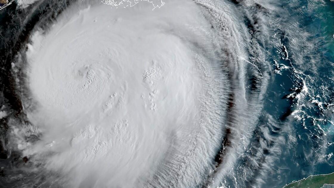 L'ouragan Laura se renforce en catégorie 3 et menace les côtes américaines