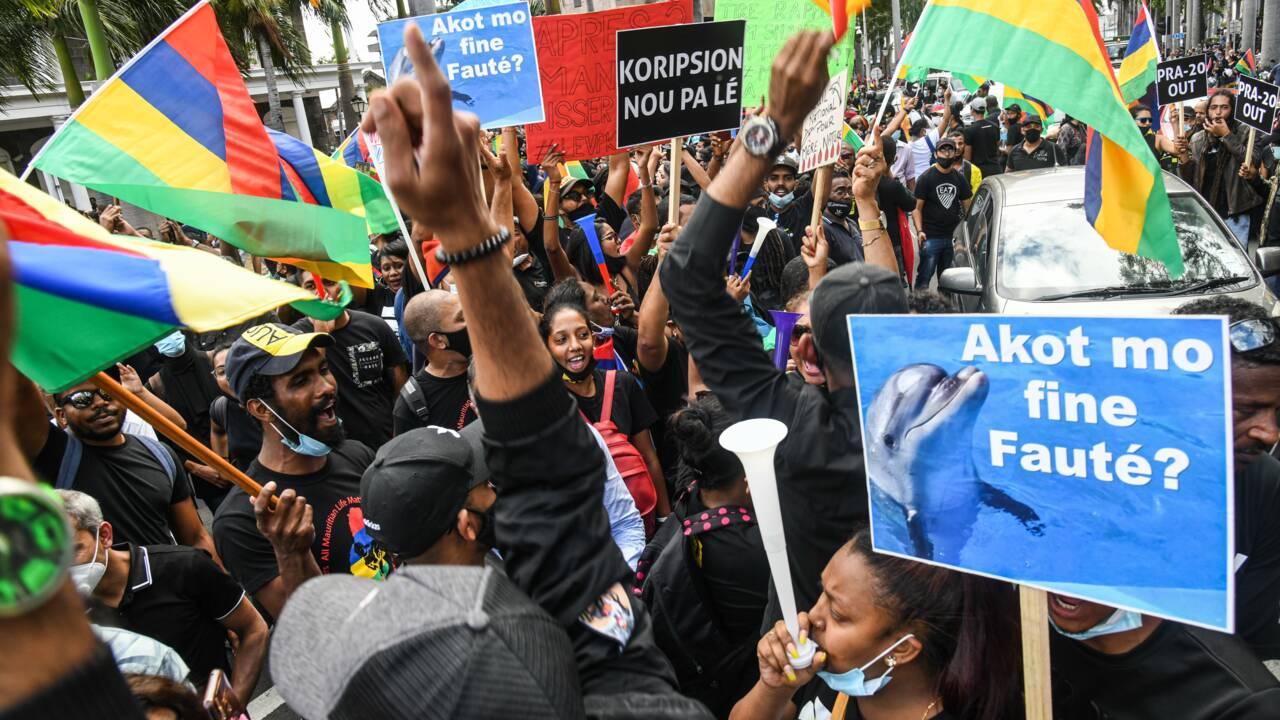 Maurice: importante manifestation contre le gouvernement après la marée noire
