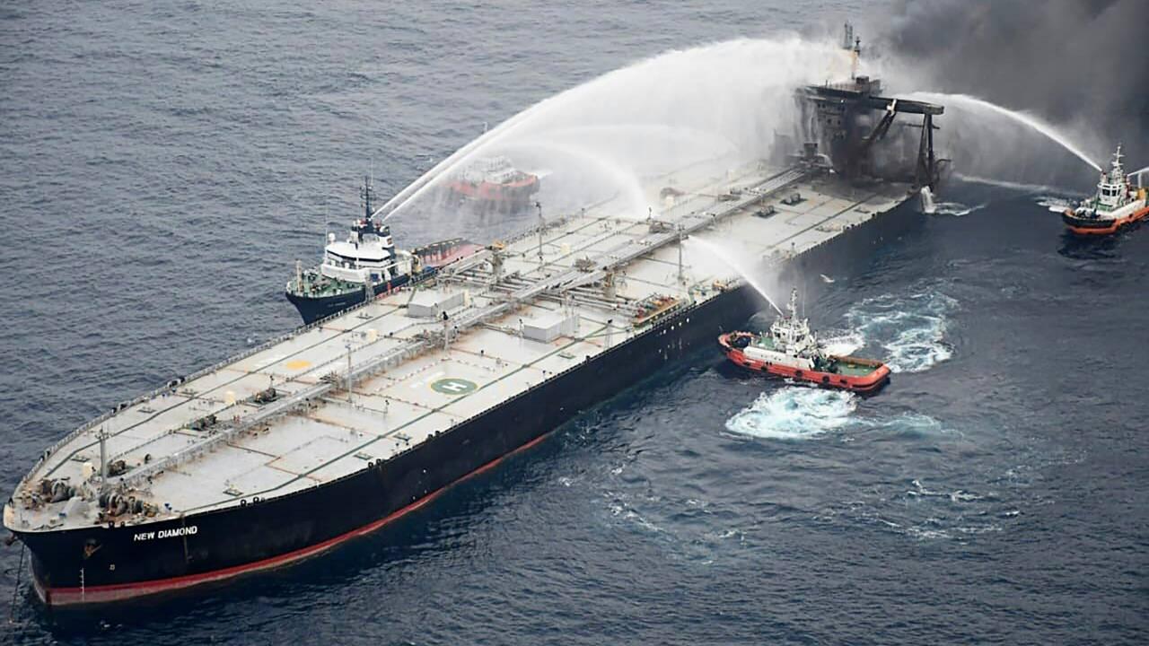 Fuite de diesel sur un pétrolier en feu près du Sri Lanka